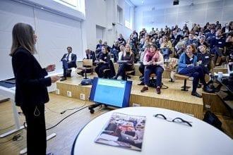 Keynote til den fælles konference, professor Helen Walkington fra Oxford Brookes University, talte blandt andet om erfaringer med at inddrage studerende i forskning