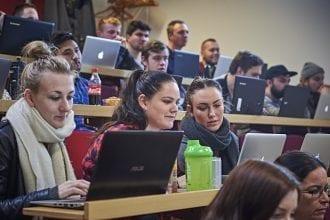 Den 28. juli kom der svar om optagelse til ansøgere på professionsbacheloruddannelser og andre videregående uddannelser. I de kommende uger er det muligt at søge ind på uddannelser med ledige pladser.