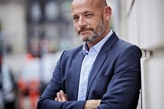 I stedet for at oprette en alternativ læreruddannelse på universiteterne, bør man styrke den nuværende uddannelse, mener Stefan Hermann.